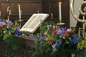 rem.kerk, expositie, bloemen juni 2009 076a